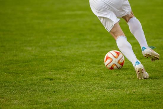preWeb Design - Footballer with ball