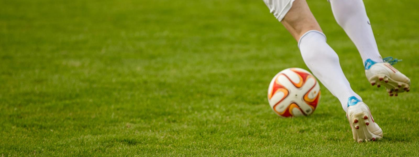 preWeb Design - Football player with ball